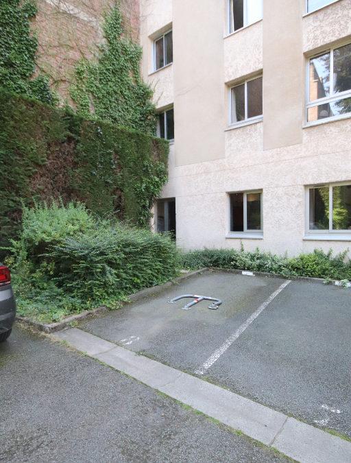 Place de parking aérienne, quai du Wault